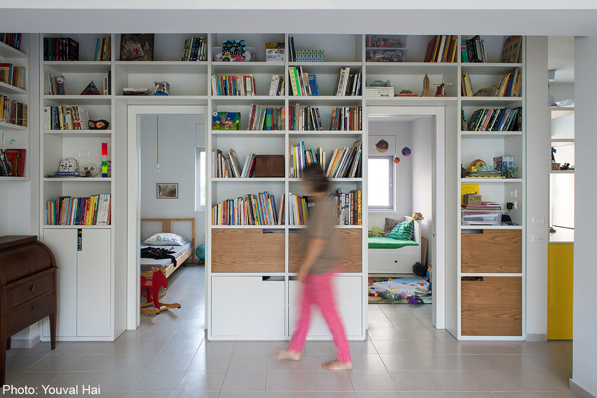 Home library - 80sqm Apartment, Tel Aviv By: Meirav Galan Architect