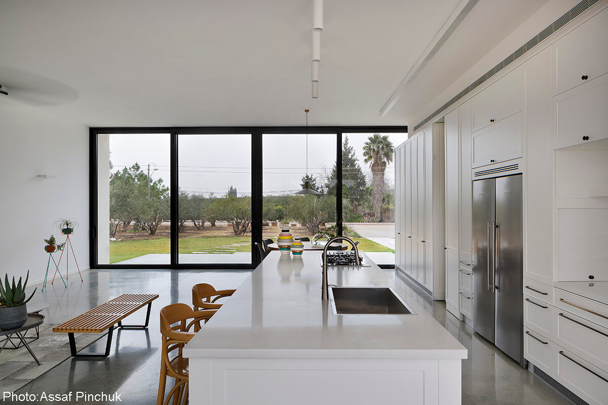 White and classic kitchen design by Henkin Shavit Architecture