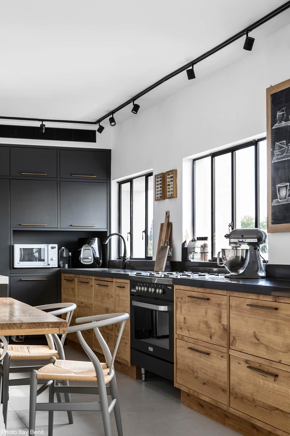Wooden kitchen by Roni Bartal - Fineshmaker