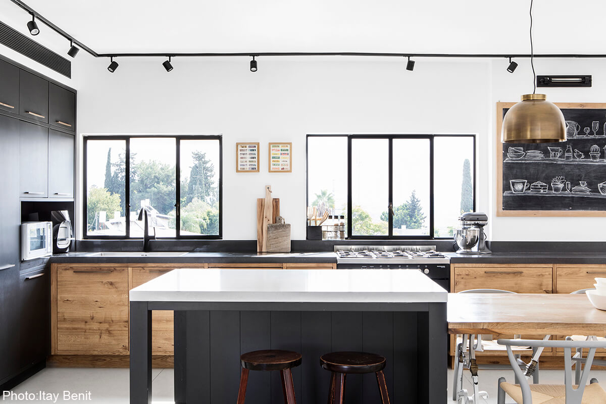 Wooden kitchen by Roni Bartal - Fineshmaker
