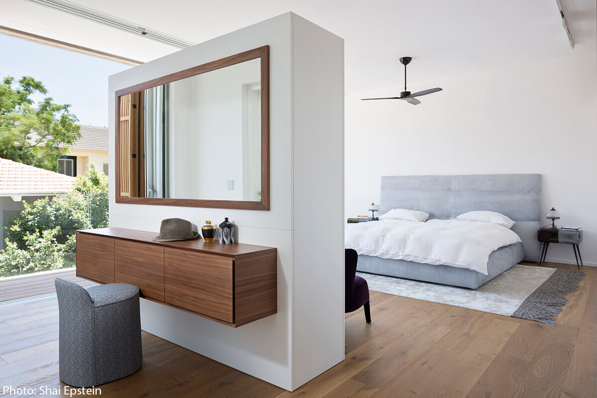 Modern bedroom in 320sqm House designed By archiFETO - Fineshmaker