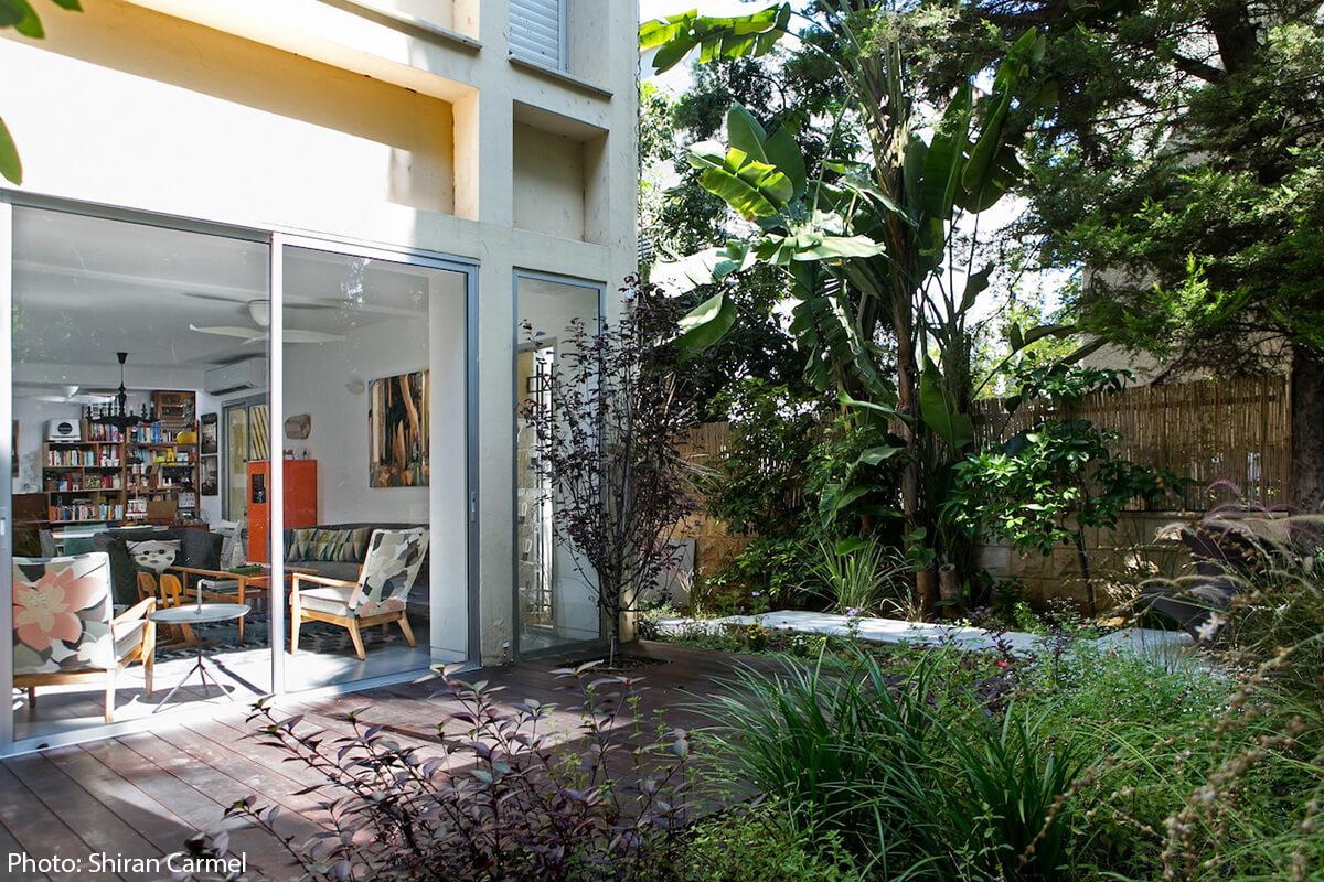 Cool garden design in apartment in Tel Aviv
